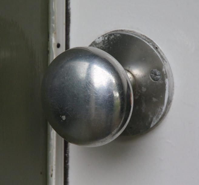 door-knob_02162-crop